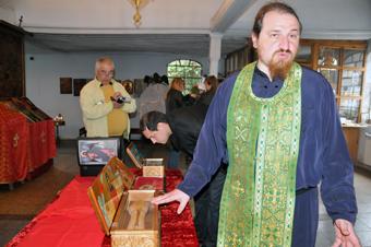 свети мощи за поклонение в Поморийския Манастир св. ВМЧК Георги 06.05.2011